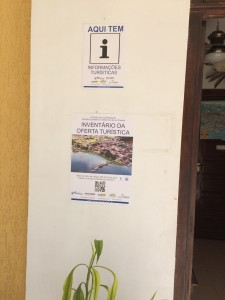 Foto_cartazes_instalados_Pousada_Atlante1