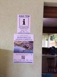 Foto_cartazes_instalados_Recanto_Cacatu