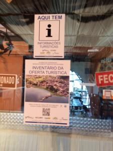 Foto_cartazes_instalados_Rest_BrisadoMar_Mercado2